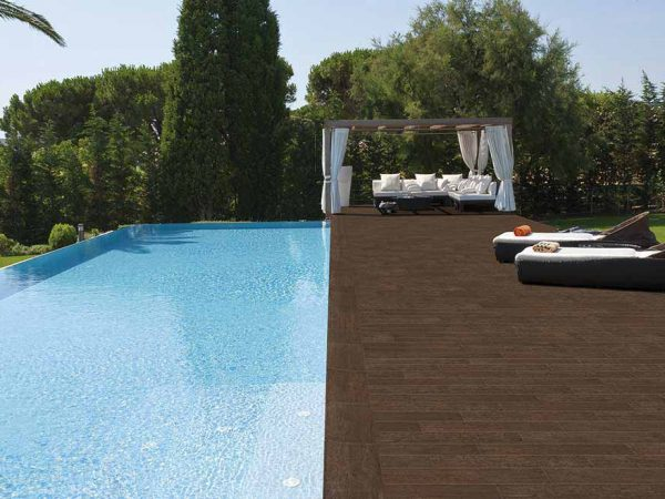 Pool with wooden look