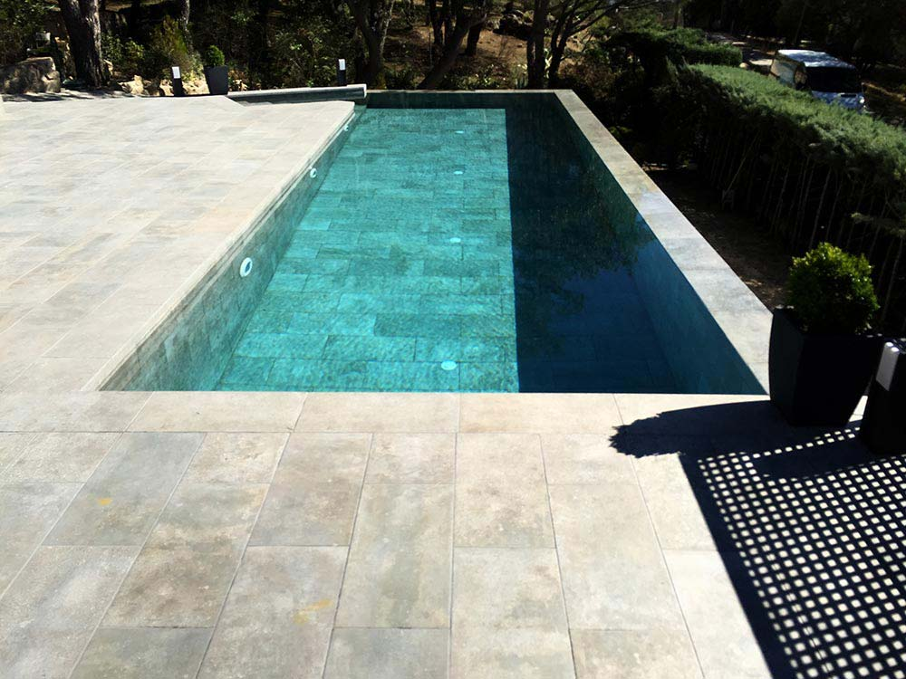 What color will my pool s water be rosa gres for Piscina pool