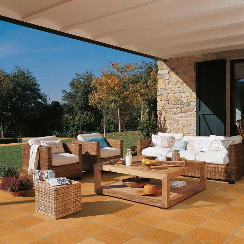 Terraza con pavimento de la colección Garden