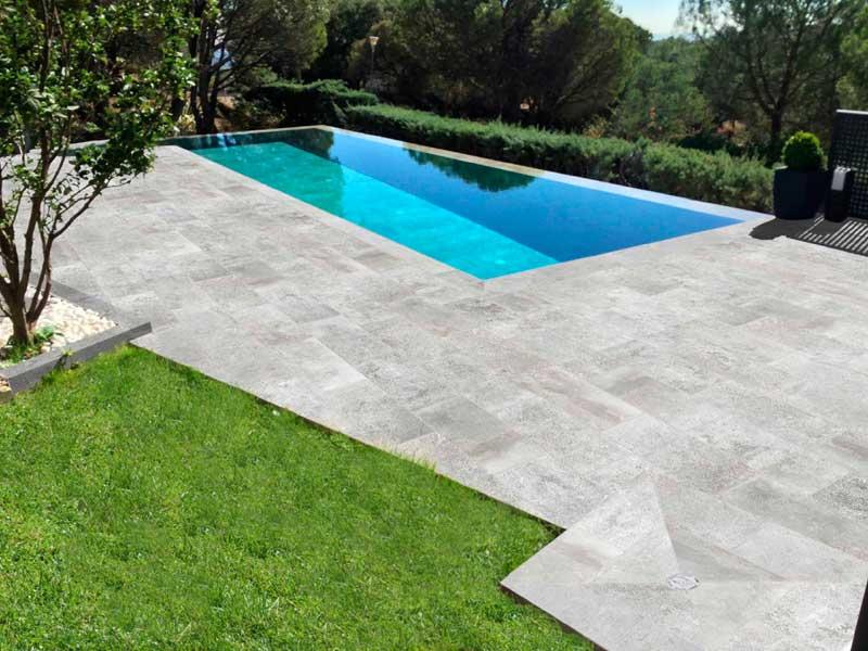 Piscina privada rosa gres for Construccion de piscinas en mallorca