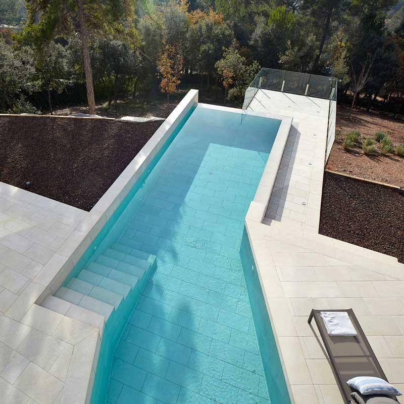 Color del agua de mi piscina - Gres Porcelánico Mistery White