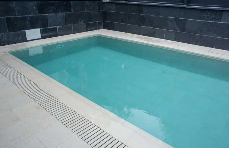 Tao beige piscina privada rosa gres for Proyecto piscina privada