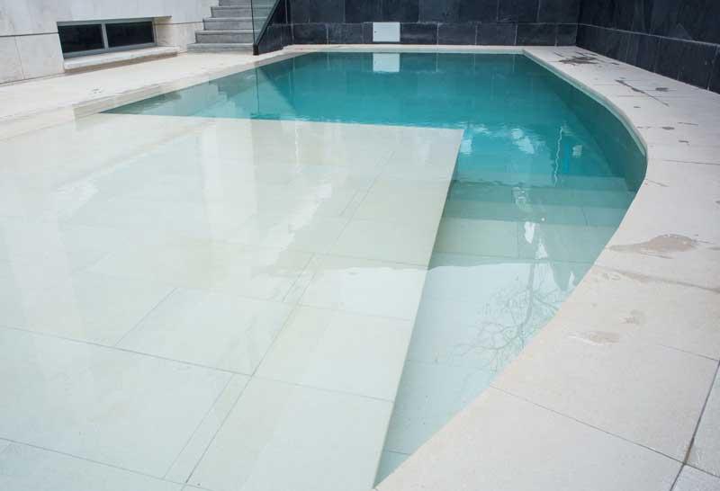Tao beige private pool rosa gres for Piscina privada