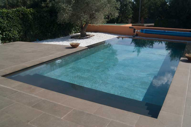 tao brown piscina privada rosa gres