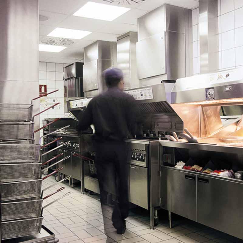Cocina Industrial con pavimento antideslizante Indugres