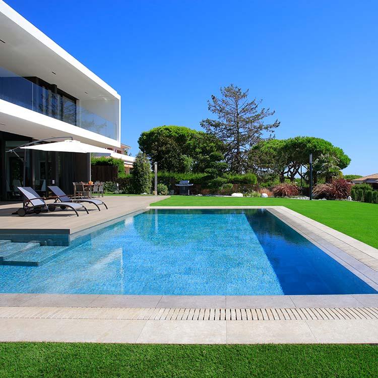 Rosa gres piscina privada soluciones completas para tu for Casa para dos con piscina privada