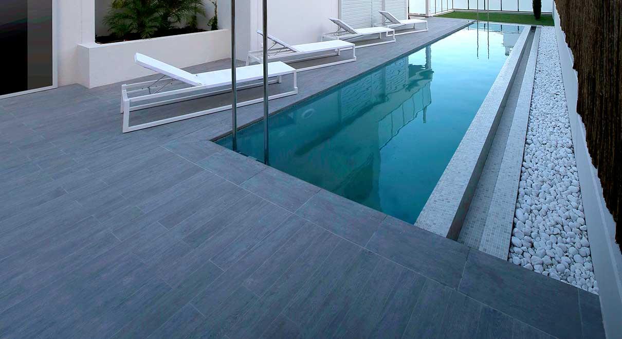 Rosa gres piscina efecto madera madera de gres porcel nico for Gres para piscinas