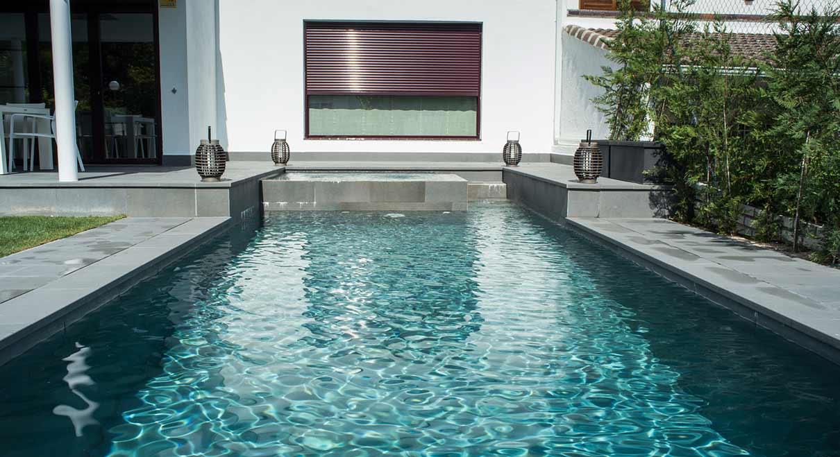 piscine avec spa int gr pi ces et finitions pour votre spa rosa gres. Black Bedroom Furniture Sets. Home Design Ideas