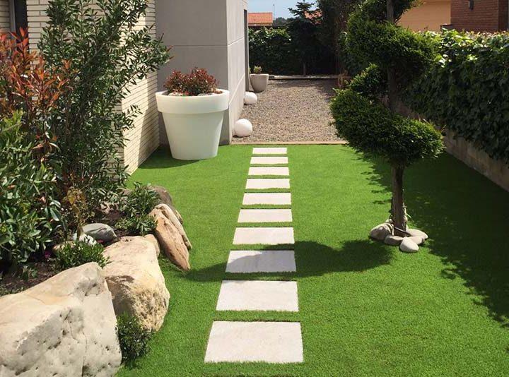 Crear un camino en el jardín con baldosas y sin instalación