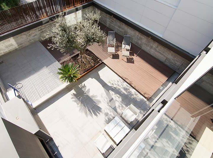 Transformar la cubierta de la piscina en una terraza