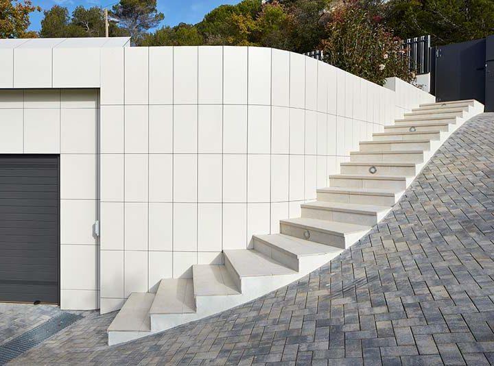 Aprovechar un gran desnivel para diseñar una bella escalera