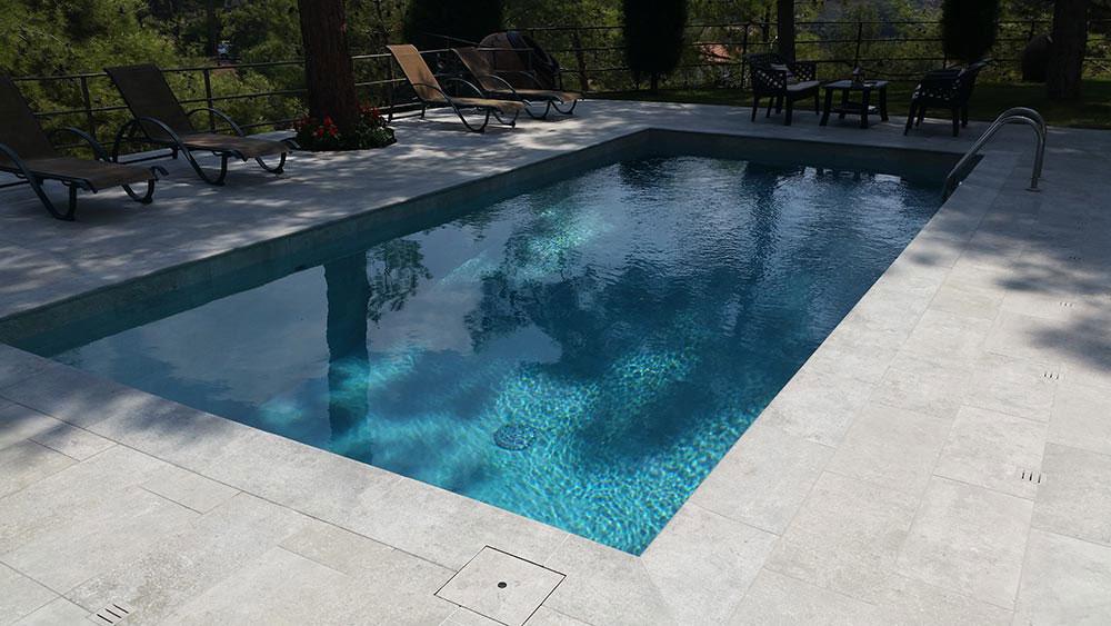 Pool Mistery Blue Stone