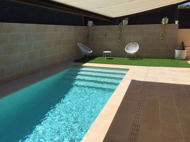What color will my pool s water be rosa gres for Gresite piscinas colores