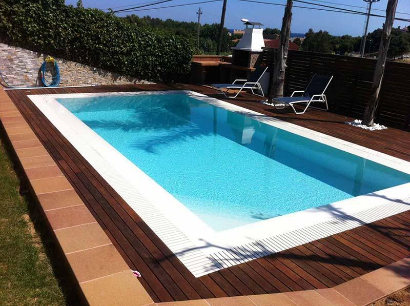 De qu color se ver el agua de mi piscina for Gres de breda para piscinas