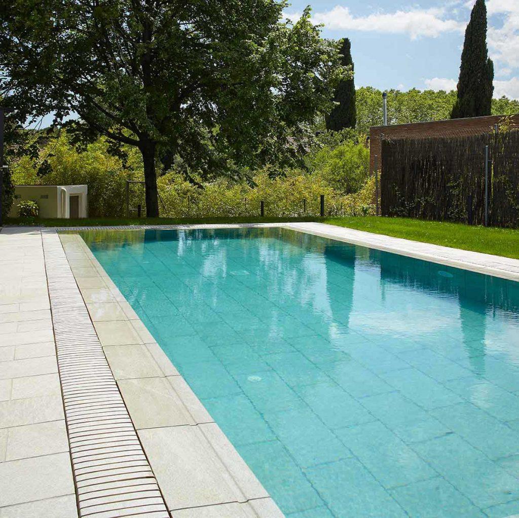 De qu color se ver el agua de mi piscina rosa gres for Gres para piscinas
