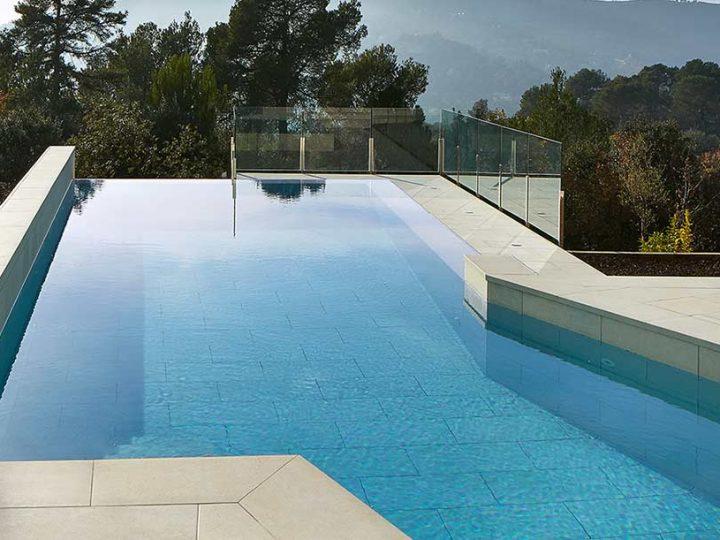 ¿De qué color se verá el agua de mi piscina?
