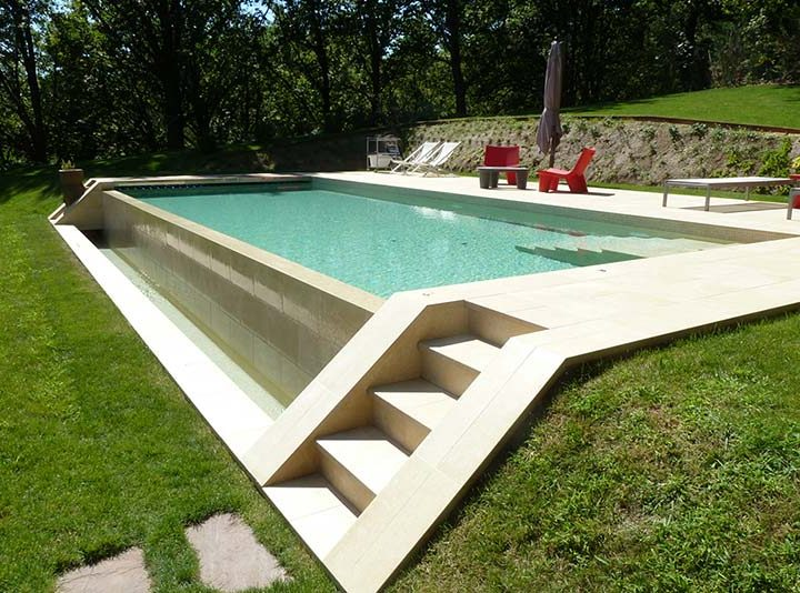 Build some comfortable steps on the wall of your infinity pool