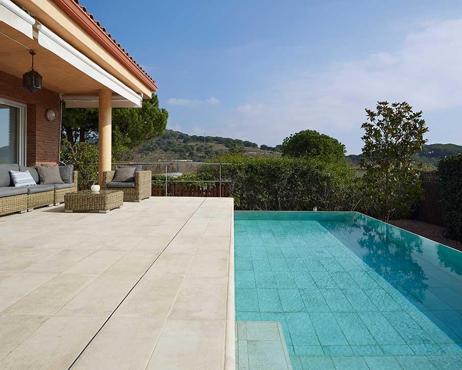 Private pool boh me vanille tiana rosa gres - Baldosas para piscinas ...