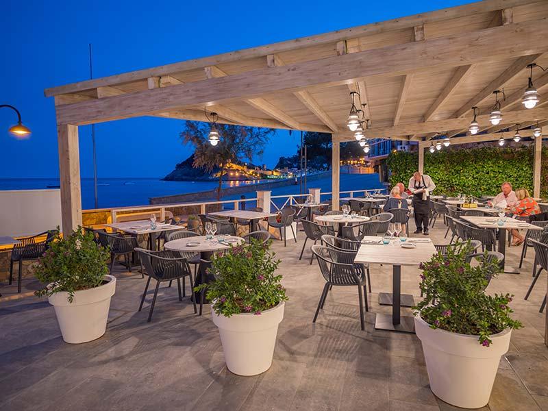 Vista del Suelo de Gres Porcelánico Rosa Gres - Restaurante Mar Menuda Tossa -