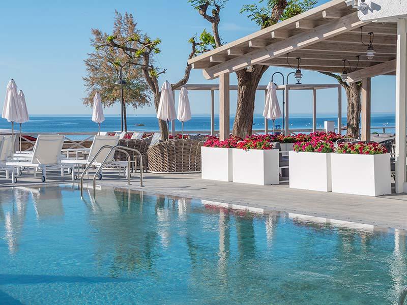Detalle Piscina Rosa Gres - Hotel Mar Menuda, Tossa