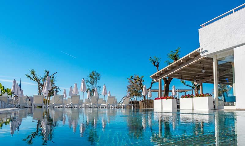 Vista de la piscina Rosa Gres en Hotel Mar Menuda, Tossa