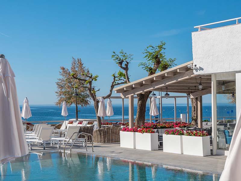 Piscina Rosa Gres en Hotel Mar Menuda, Tossa