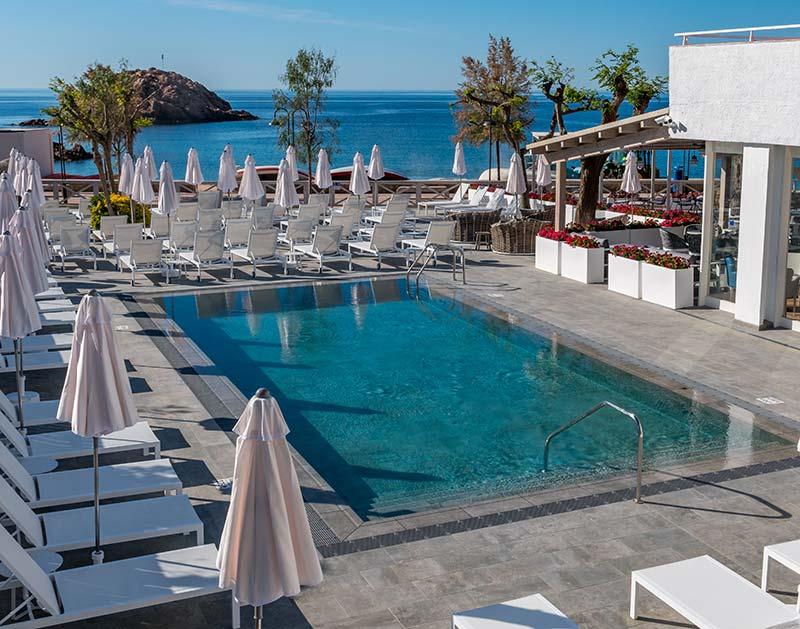 Playa de gres porcelánico - Piscina Hotel Mar Menuda Tossa