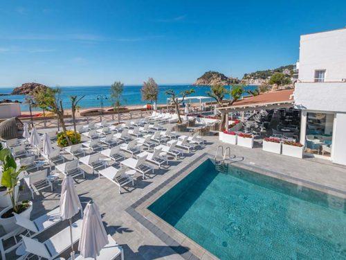 Playa de gres porcelánico - Piscina con Rejilla Rosa Gres Hotel Mar Menuda Tossa