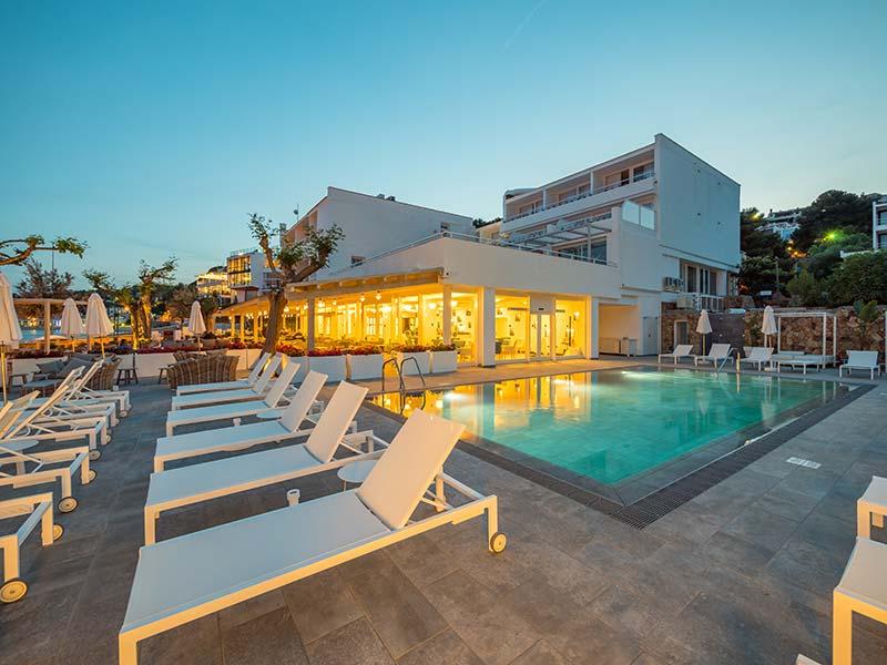 Playa de gres Porcelánico - Iluminación Piscina - Hotel Mar Menuda, Tossa