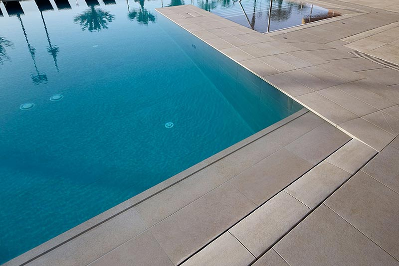 Invisible Grid on Rosa Gres Swimming Pool - Hotel Meliá Torremolinos