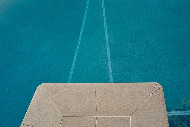 Detalle de la piscina del Hotel Meliá de Torremolinos.