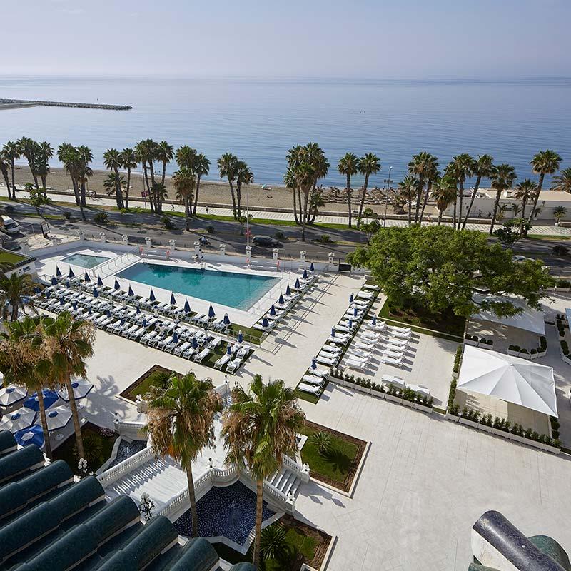 Vista de la piscina del Spa Gran Hotel Miramar de gres porcelánico Rosa Gres