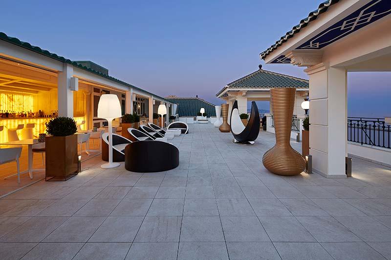 Espaces élégants du Gran Hotel Miramar avec le sol en grès cérame Rosa Gres