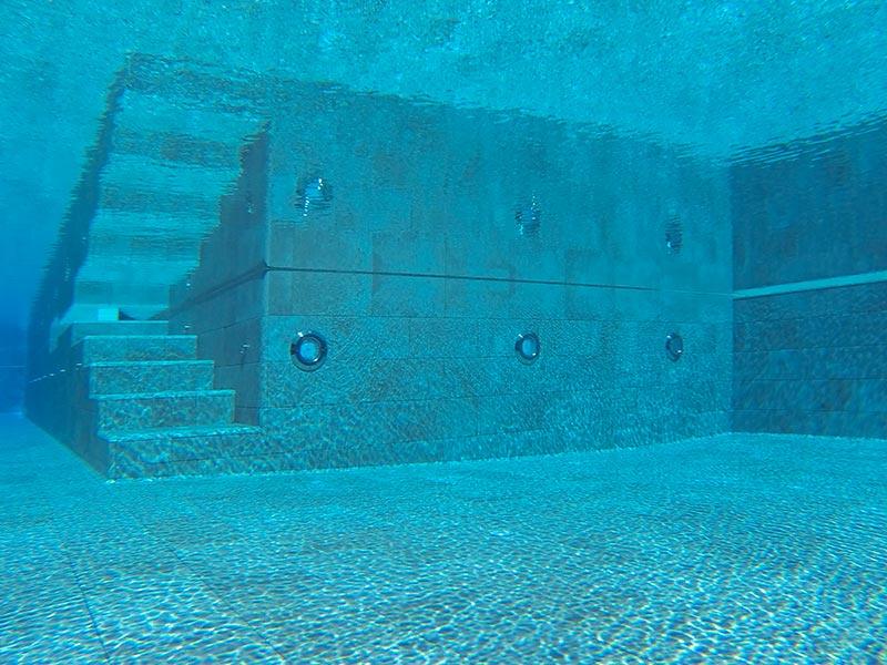 Suelo piscina de gres porcelánico Mistery Grey de Rosa Gres