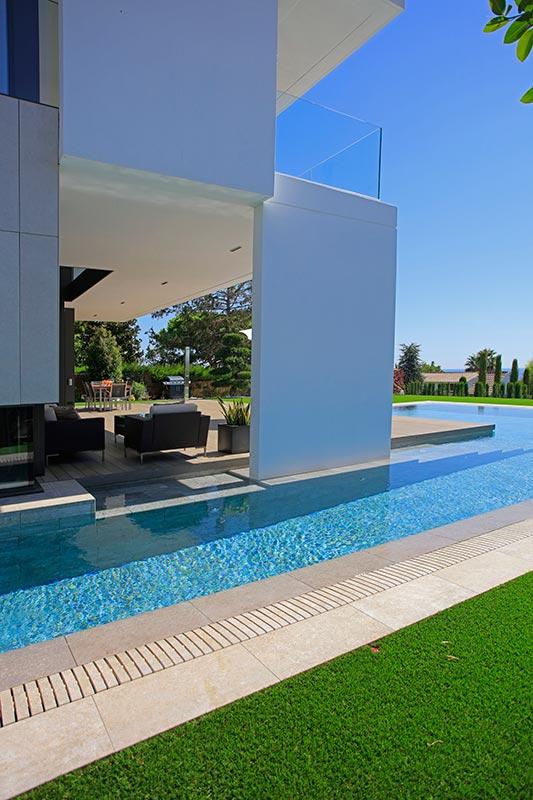 Detalle rejilla piscinas Mistery Grey y Mistery White - Piscina Recorder Maresme