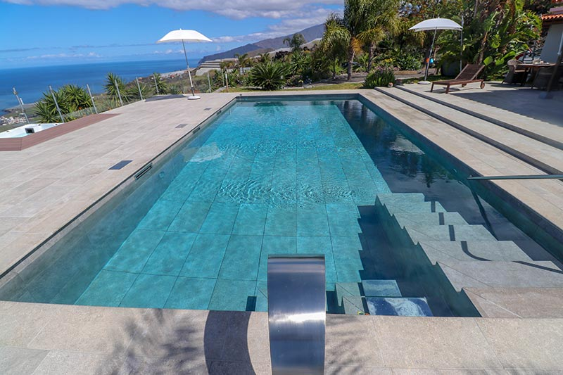 Pool and Stairs with ceramic tiles color Mistery Gray - Rosa Gres