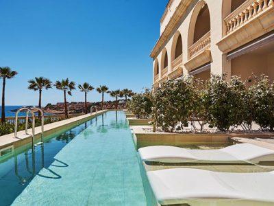 Overflowing pool with porcelain tiles Vintage Bone - Hotel Pure Salt