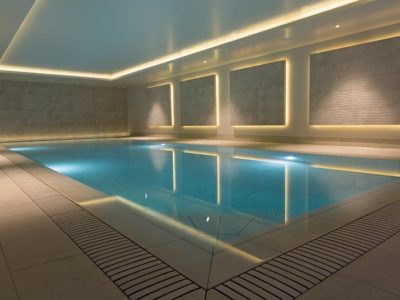 Indoor Pool with Porcelain Tiles Mistery White - Rosa Gres