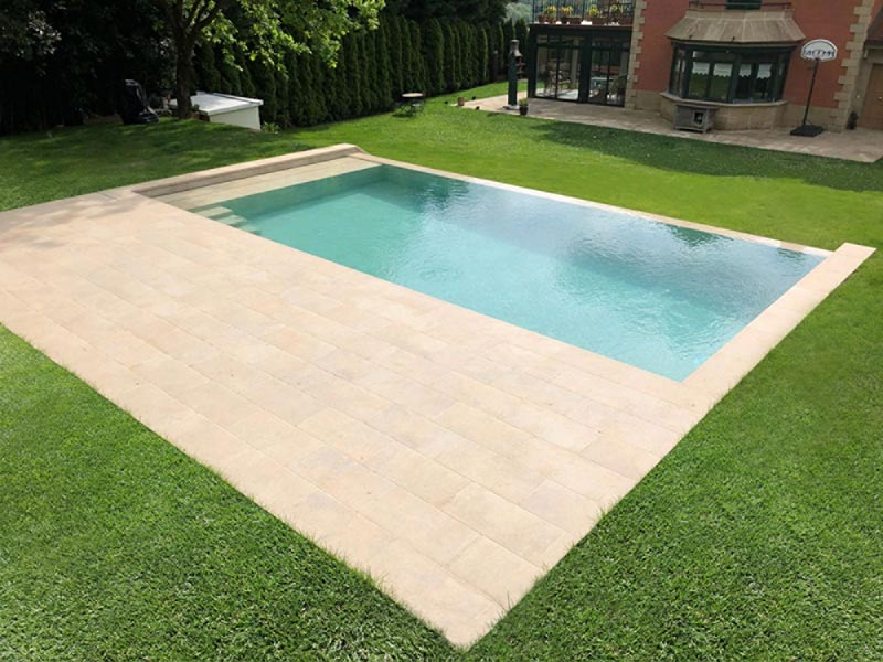Pool Deck with porcelain tiles Vintage Bone by Rosa Gres - Piscina Privada