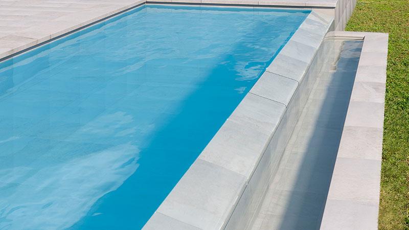 Una solución para las piscinas infinity en una pieza - Colección Pietro White