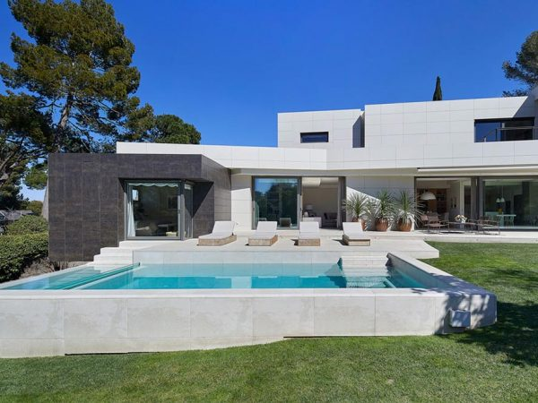 Private Pool – Mistery White, Spain