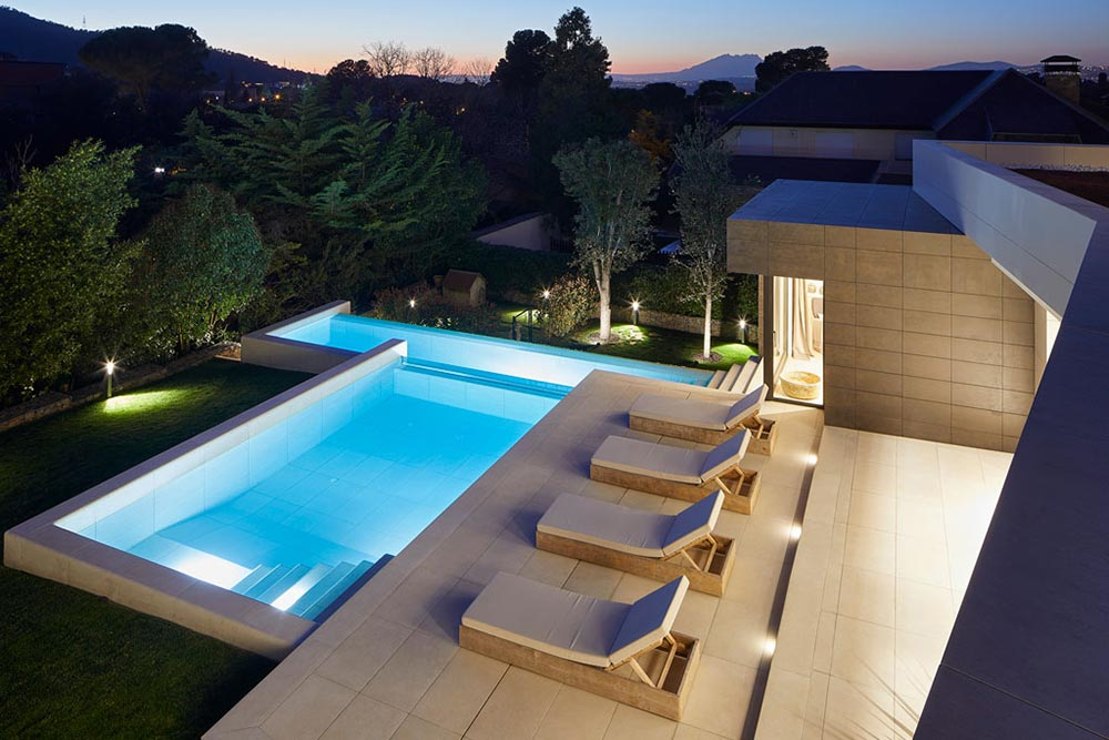 Illuminated Terrace and Infinity Pool - Rosa Gres Mistery White