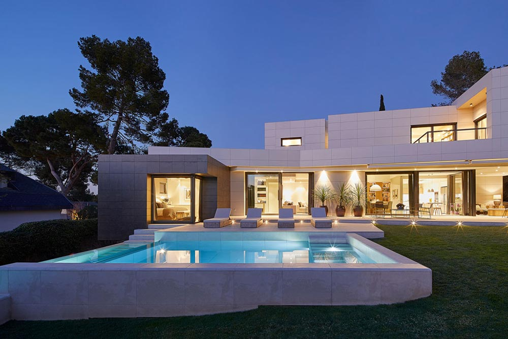 Lighting on the Infinity Pool by Rosa Gres - Mistery White