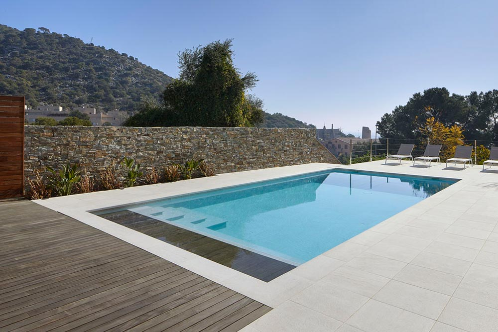 Private Pool with Serena Bianco porcelain tile - Rosa Gres