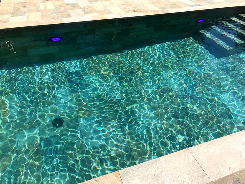Pool, edges and pool grill in porcelain stoneware Serena Mix - Rosa Gres