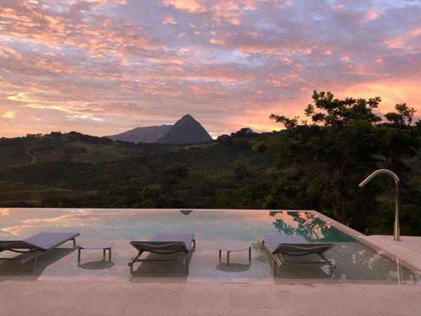 Private Pool – Sundeck Serena Ocra