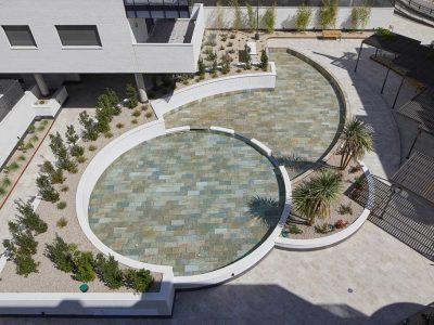 Design pool in Serena Mix porcelain stoneware. El Bosque, Madrid | Rosa Gres