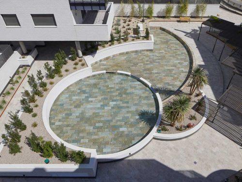 Vaso piscina de diseño en gres porcelánico Serena Mix. El Bosque, Madrid | Rosa Gres
