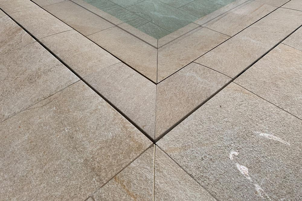 Invisible pool grid in porcelain stoneware Serena Ocra | Rosa Gres