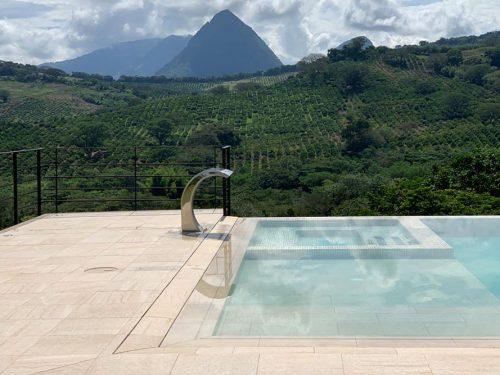 Spa et piscine en grès cérame Serena Ocra | Rosa Gres